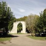 El Parque. glorieta central con la Puerta de Aguilar