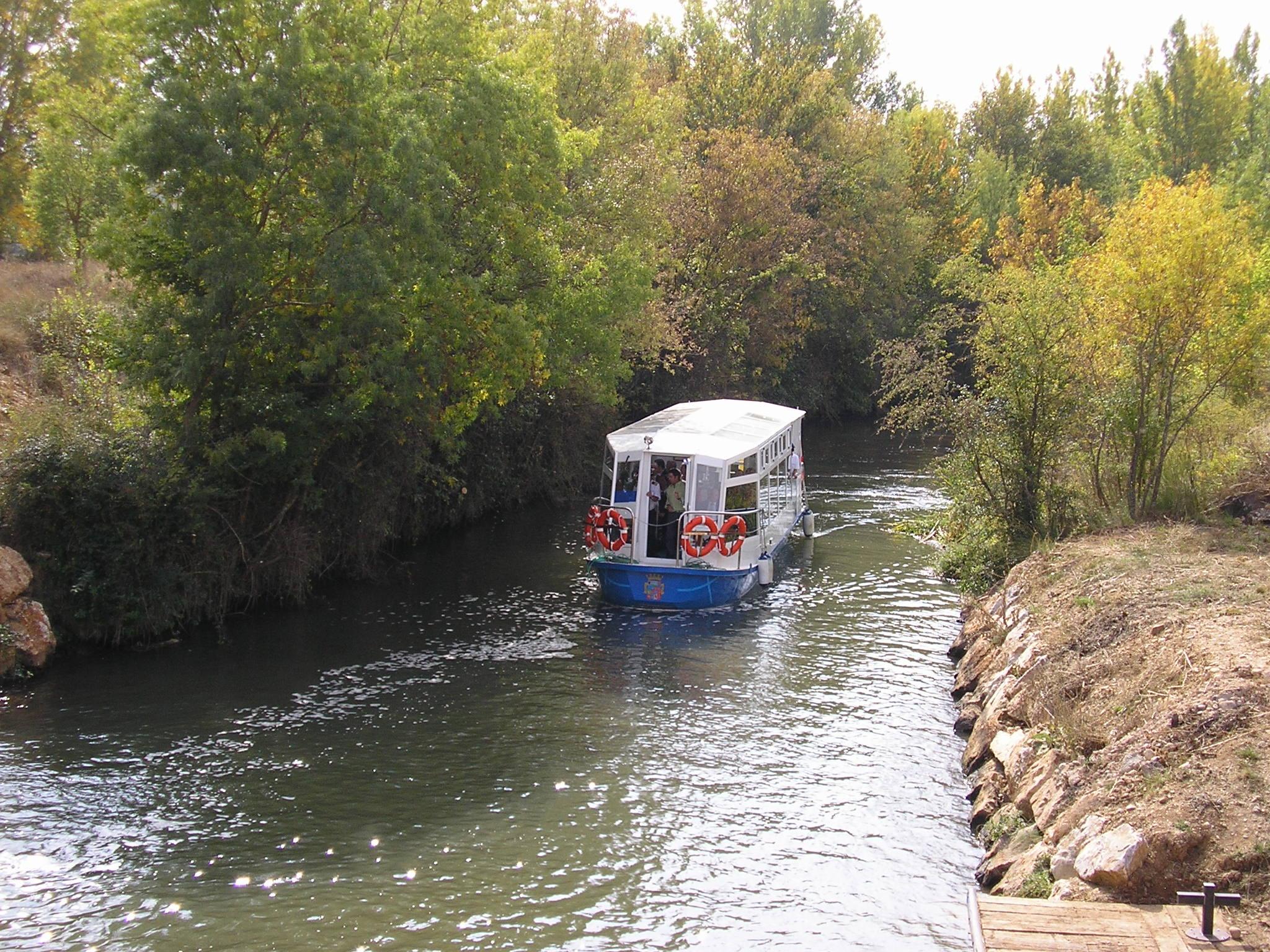 Barco en el Canal