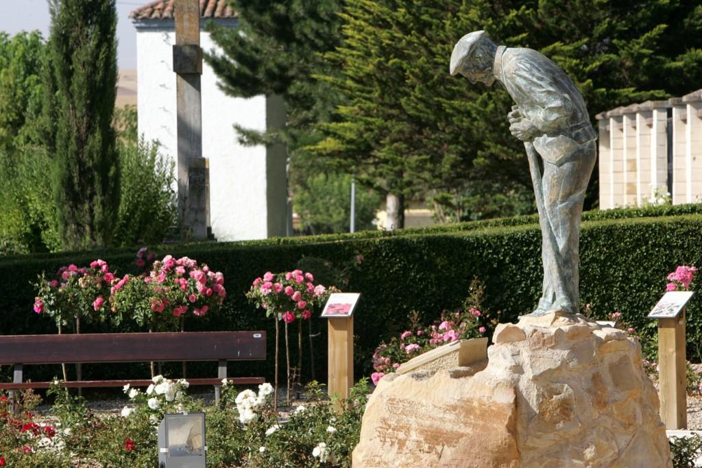 Monumento al Hortelano, junto a la Ermita