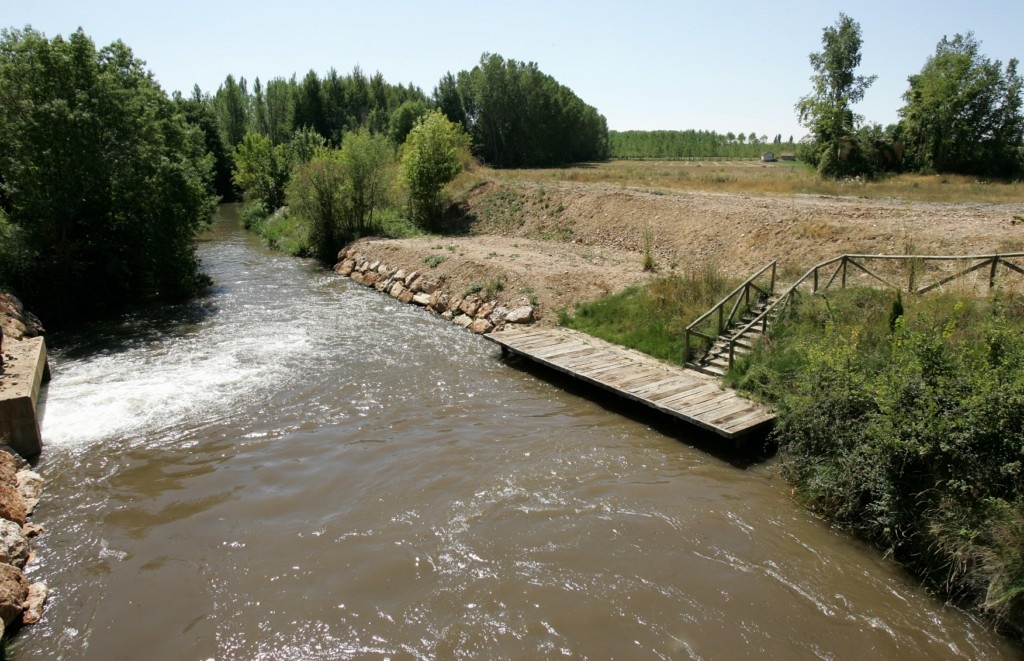 El Canal de Castilla, embarcadero en la sexta esclusa