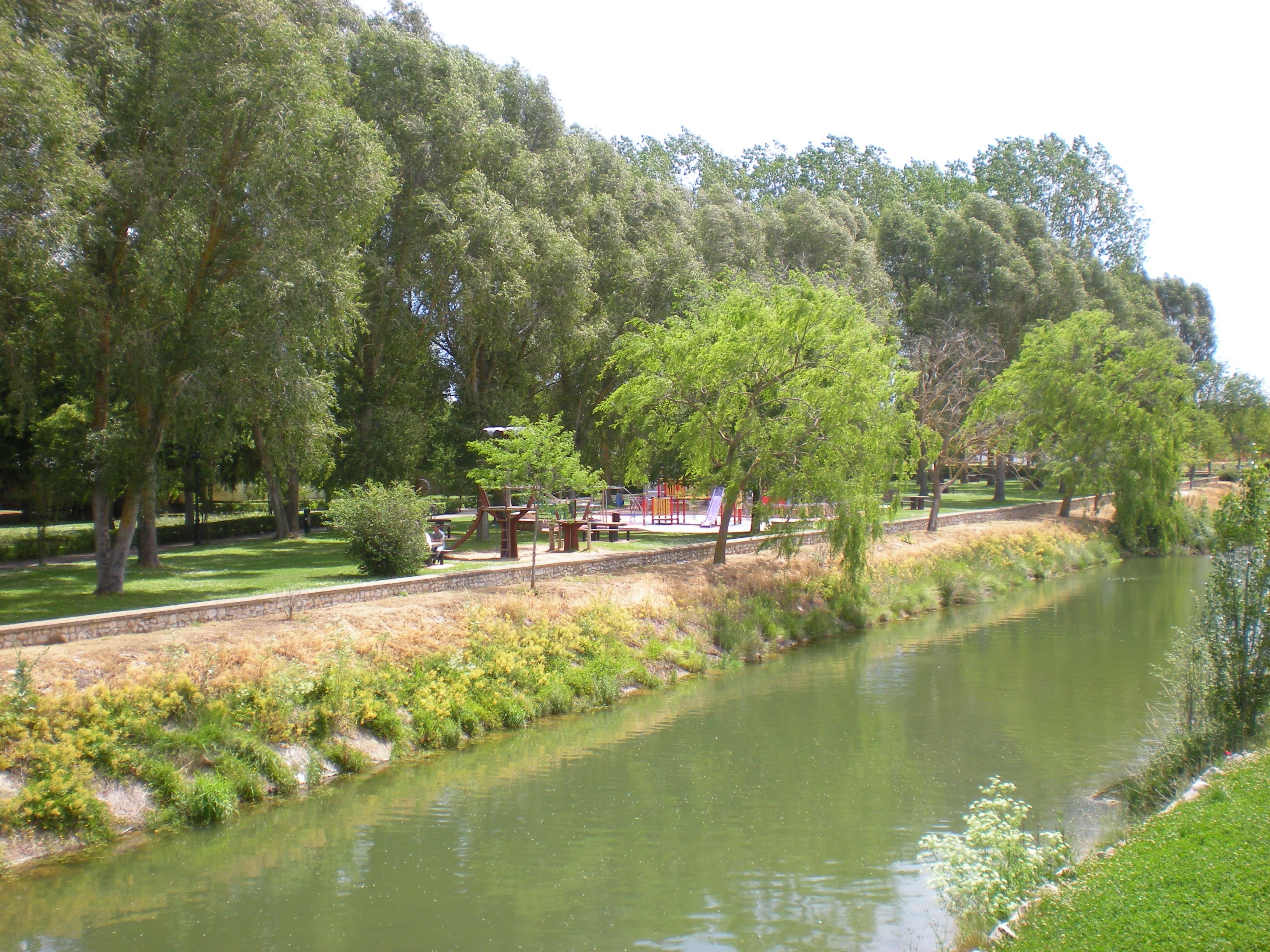 Río Burejo y parque infantil