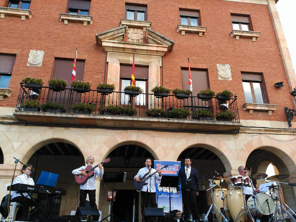 Actuación musical de Aguadulce Habaneras